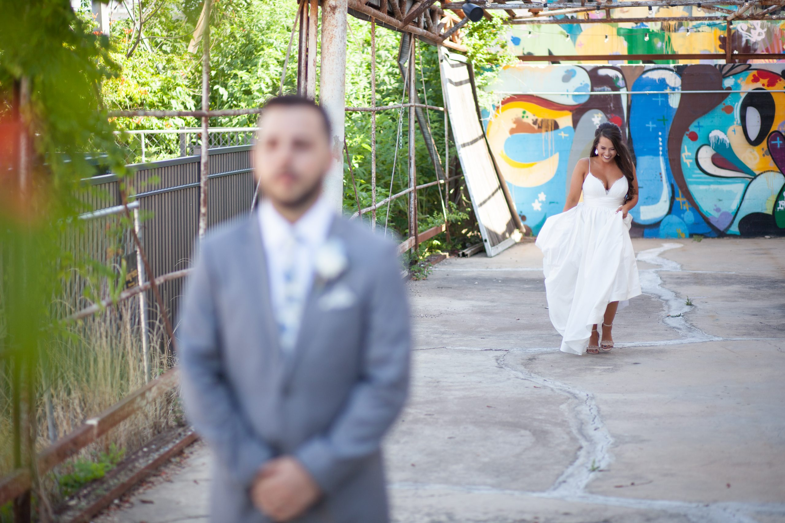 Weddings Unveiled // We're pulling back the veil on Maddi's Fort Worth, Texas wedding! ivoryandink.com