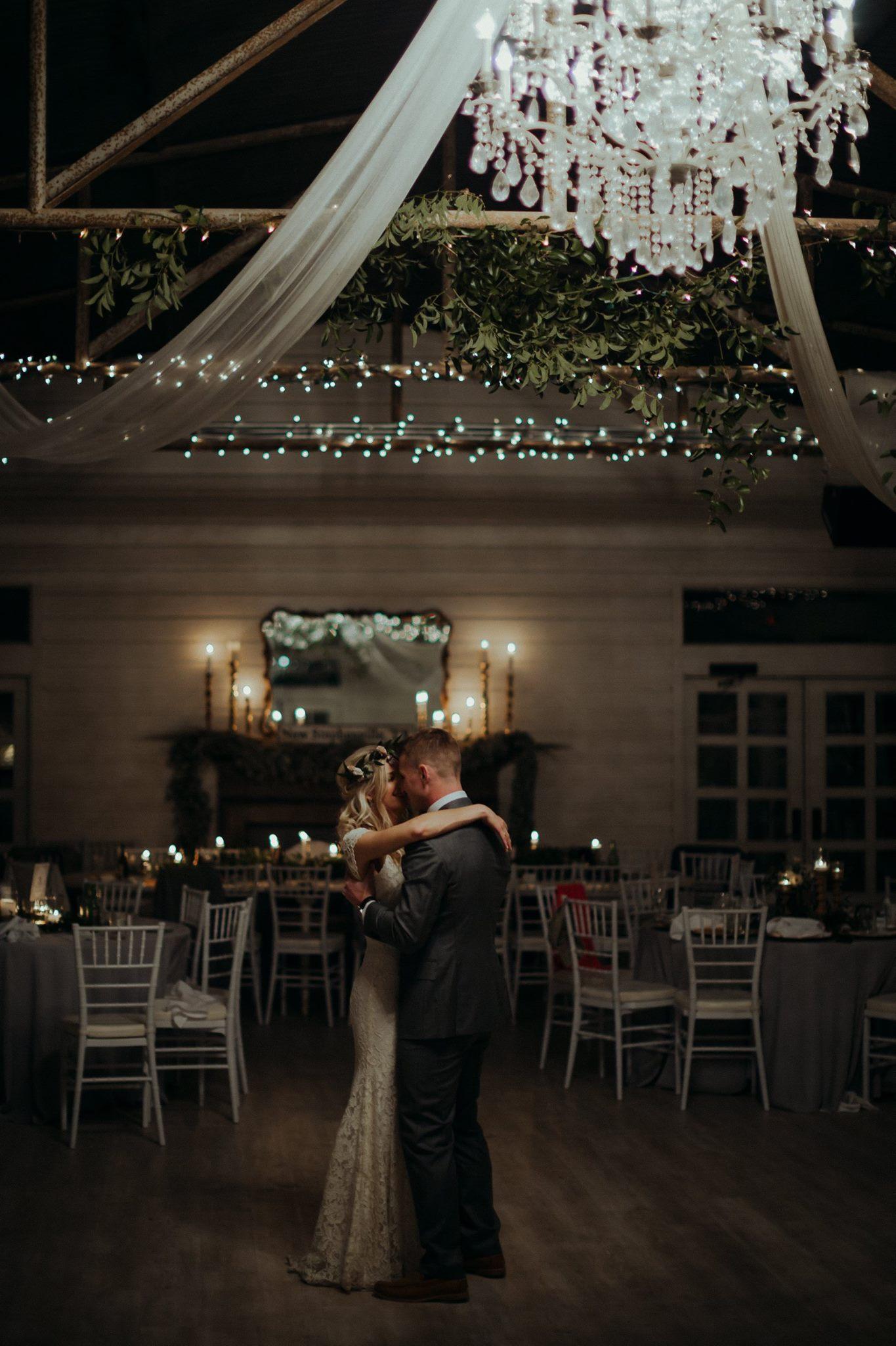 Weddings Unveiled // We're pulling back the veil on Kristen's Decatur, Texas wedding! ivoryandink.com