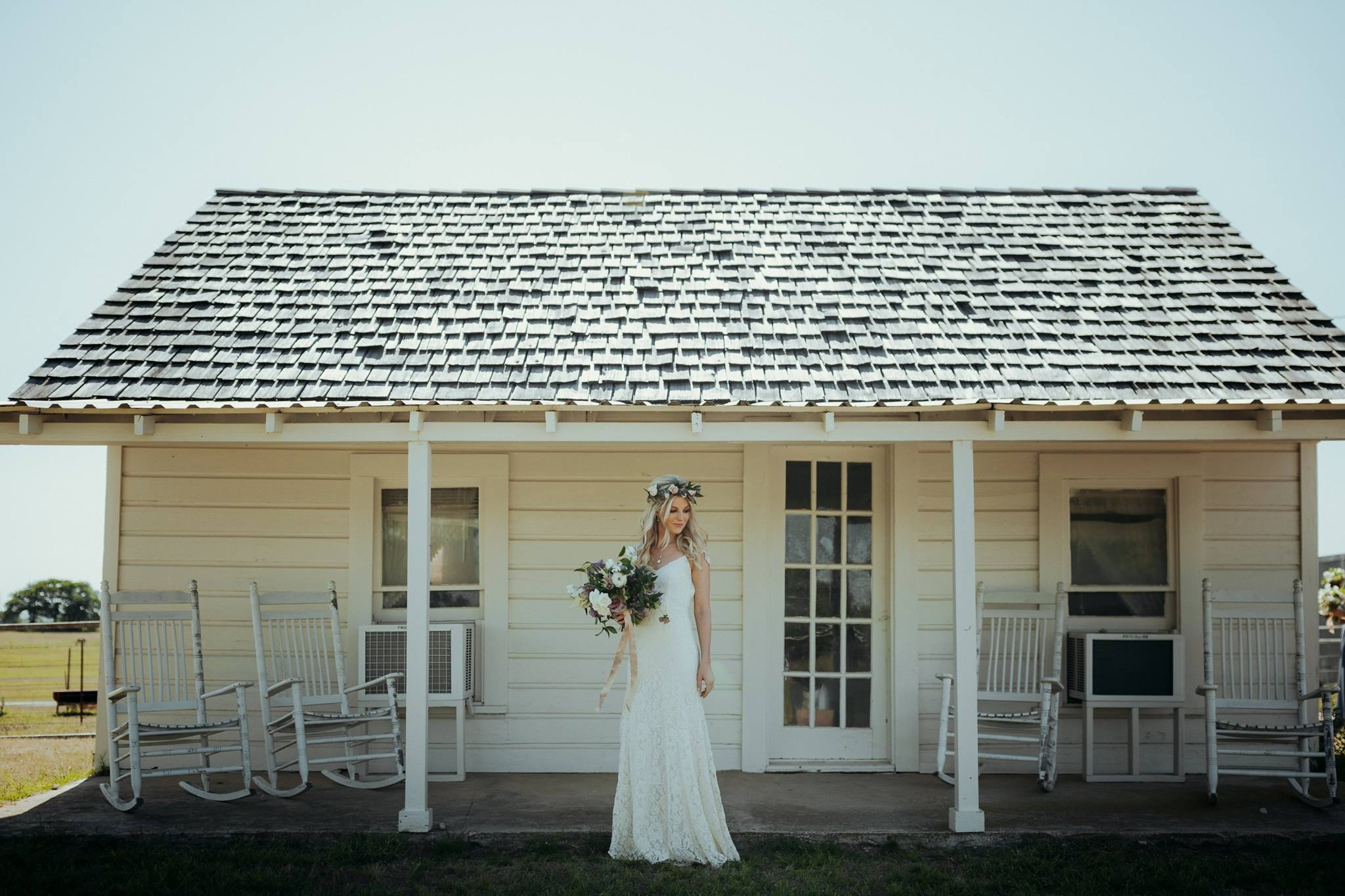 Weddings Unveiled // We're pulling back the veil on Kristen's Decatur, Texas wedding! ivoryandink.com