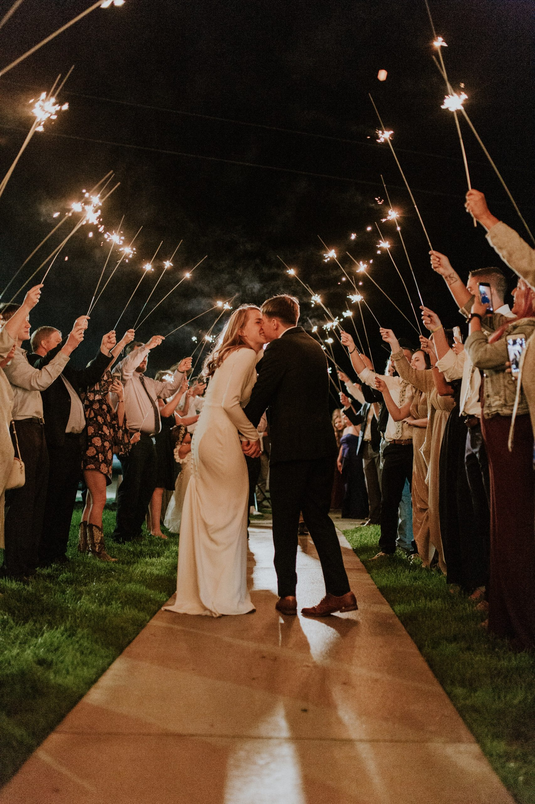 10 REASONS WHY FRIDAY WEDDINGS ARE THE BEST WEDDINGS